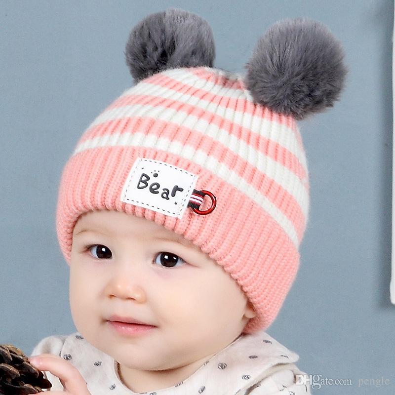 60ec0dc75790ef Heiße reizende Baby-Winter-warme gestreifte Bären-Mütze Baby-Kleinkind  gestrickte doppelte Bälle gestrickte Kappe Kind Hut Kinder Bär Cap ...