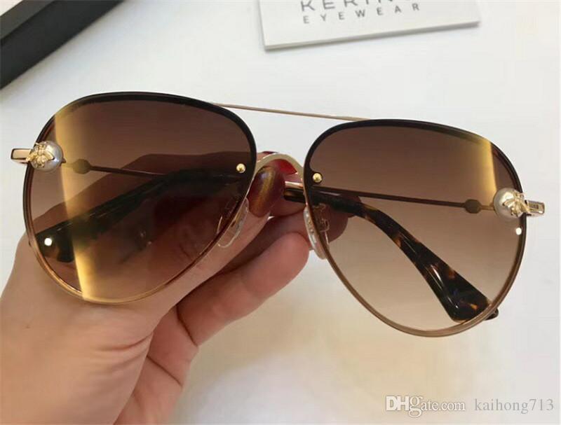 a62a3049fe616 Compre 2018 Aaaaa Marca De Moda De Luxo Estilo Clássico Óculos De Sol De  Melhor Qualidade De Metal Homens E Mulheres Design 3317 De Kaihong713