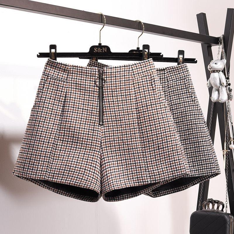 19f01e964a84 2019 2017 Winter Women S New Plaid Wool Shorts Female Students Zipper High  Waist Wide Leg Short Trousers Outside Wear Basic Shorts From Peay, ...