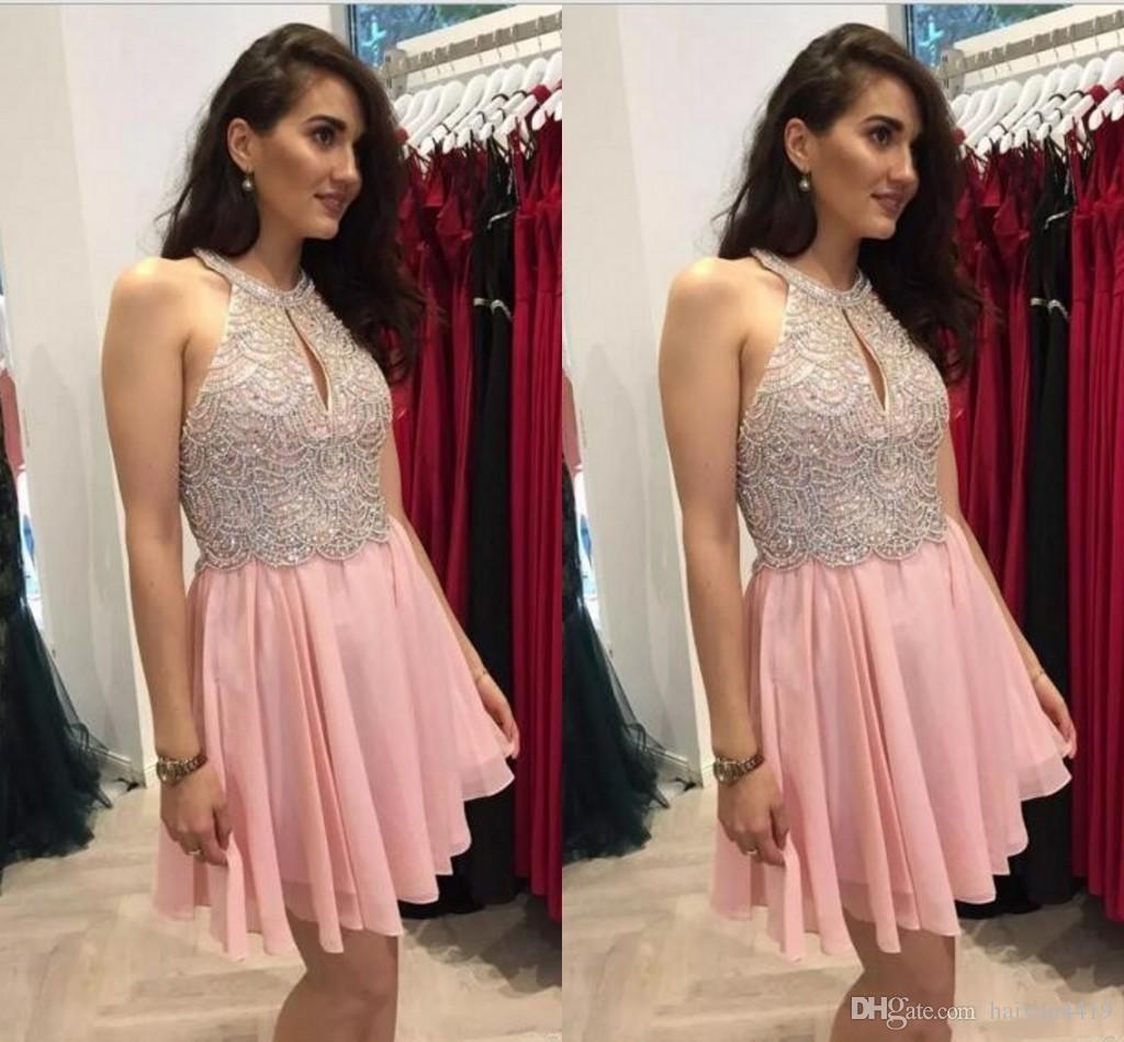 2018 Sexy Arabe Court Mini Une Ligne Rose Robes De Rentrée Halter Sans Manches En Dentelle Perles De Dentelle En Cristal De Mousseline De Soie Cocktail Party Robes De Bal