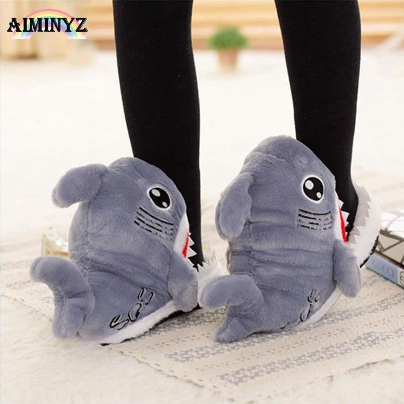 95dd168f075 Compre Unisex Adultos Zapatos De Felpa Tiburón Algodón Cálido Zapatillas De  Invierno Lindo Plush Suave Animal De Dibujos Animados Cosplay Casual Casa  ...