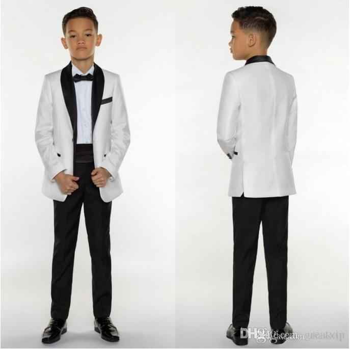 Compre Boys Tuxedo Boys Dinner Suits Boys Trajes Formales Smoking Para  Niños Smoking Ocasión Formal White And Black Trajes Para Hombres Pequeños  Three ... 704f6255d46
