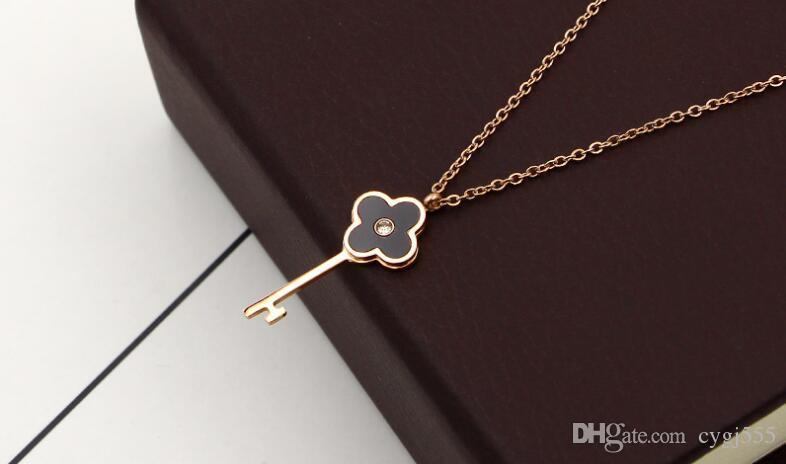 Kore siyah ve beyaz kabuk tek matkap dört yapraklı çiçek anahtar kolye kolye kadın titanyum çelik 18 K renk altın klavikula zinciri