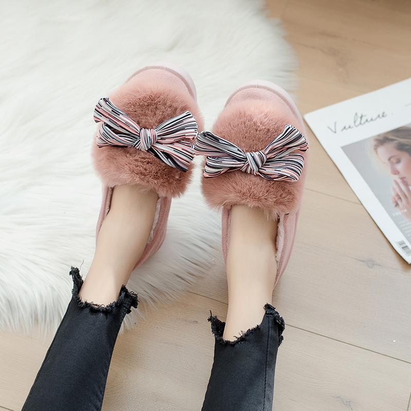 b88e8141 Compre Bomlight Moda Bow Tie Mulheres Chinelos De Inverno Peles De Casa  Sapatos Casuais Quentes Femininas Chinelo Borboleta Senhoras Sapatos De  Algodão ...