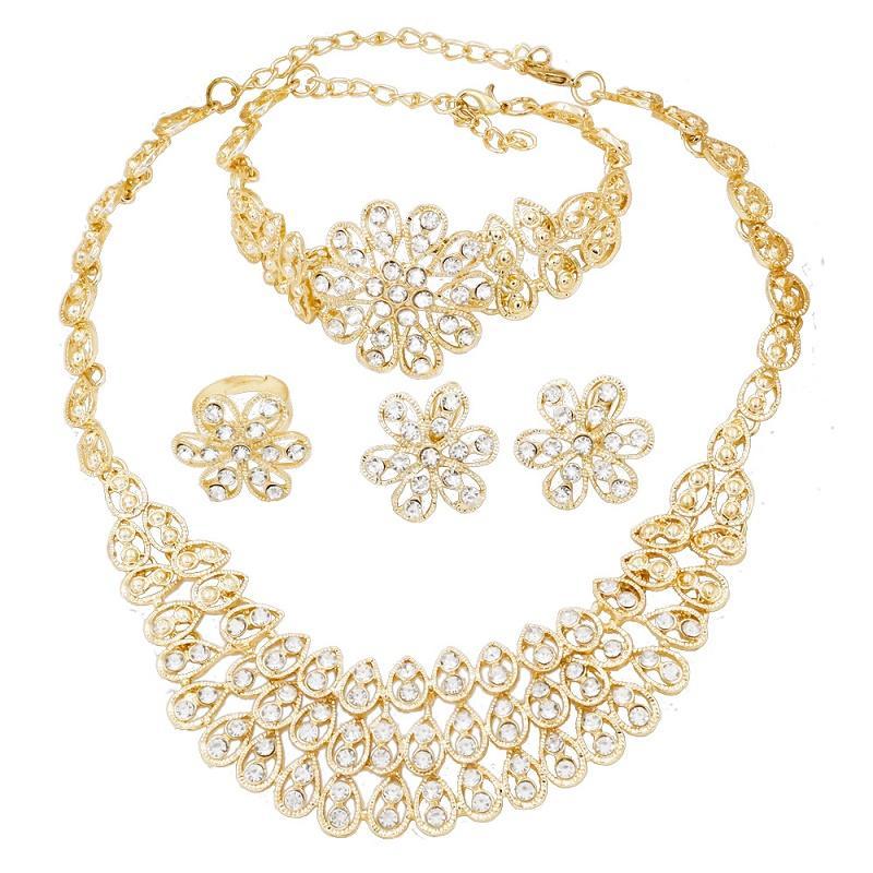 281812b67091 Compre Encantos Italianos Mujeres 18 Conjuntos De Joyas De Oro Collar De Cristal  Pulsera Pendientes Para Mujeres Accesorios De Joyería De Boda De Lujo A ...