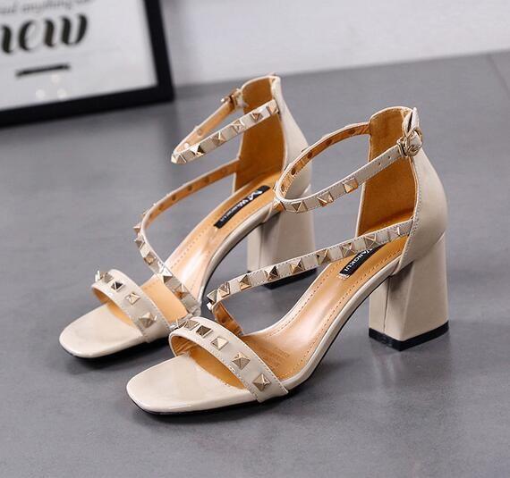8688575e Compre Aaaspring Nuevos Remaches Salvajes T Zapatos De Tacón Alto Color  Sólido Con El Paquete Con Sandalias De Las Mujeres Br A $21.44 Del  Shoes_bag_li ...