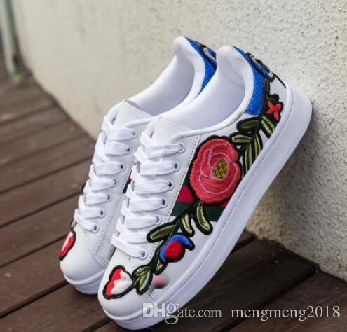 291457fa63cf 2018 New Rosette Embroidery Shoes Small White Shoes Men And Women Models  Large 3D Flowers Casual Shoes Cheap Shoes For Men Purple Shoes From  Mengmeng2018