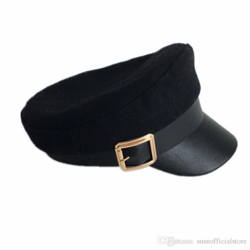 Compre Nuevo Otoño Invierno Retro De Lana Sombrero Azul Marino Hombres  Mujeres British Buckle Caps Moda PU Cuero Beret Gorra Plana A  36.64 Del ... 945cd772b14c
