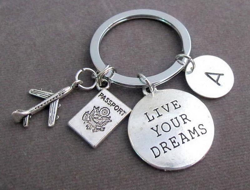 "Letter Carved ""love your dreams "" Keychain Pendant Keyring Keychain Gift for Friend Pendant Key Ring"