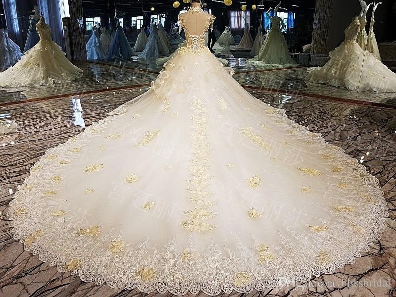 Nouvelle arrivée col haut magnifique dentelle robe de bal robe de mariée robes perlées collier volants à la main fleurs long train lacets robe de mariée