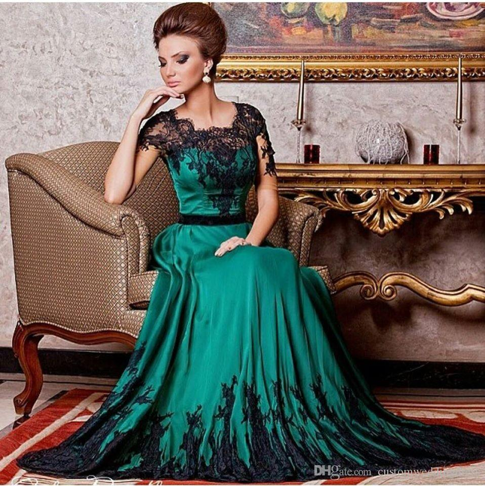 2018 New Arrival Charming Emerald Green Satin Black Lace Applique Half Sleeves A Line Formal Mother Of Bride Dresses For Party