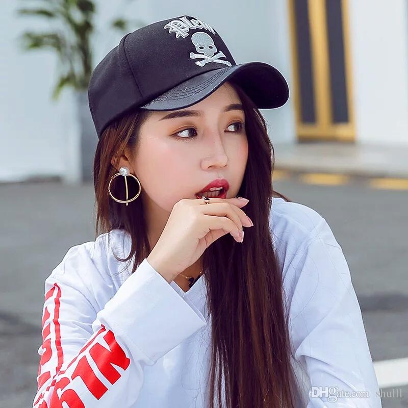 90+ Pretty Hipster Woman With Hat And Cigarette Stock Image Image Of ... e16edd000f2b