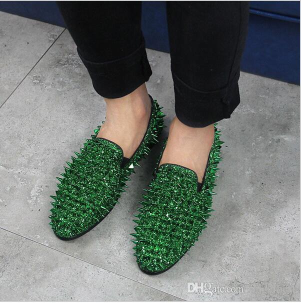 2018 Brand New Hot Sale Men Shinny Glitter Flat Shoes Gold Spike Men Loafers Slip On Rivets Prom Party Wedding Dress Shoes Silver Red Blue