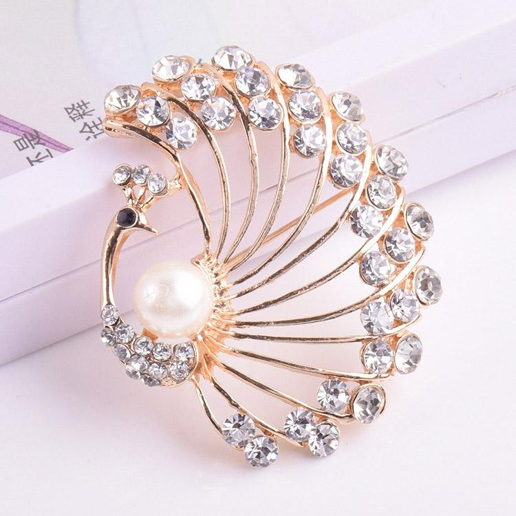 USTAR Gold color simulated pearl Peacock brooches for women pins rhinestone animal lapel pin broche christmas gifts top quality