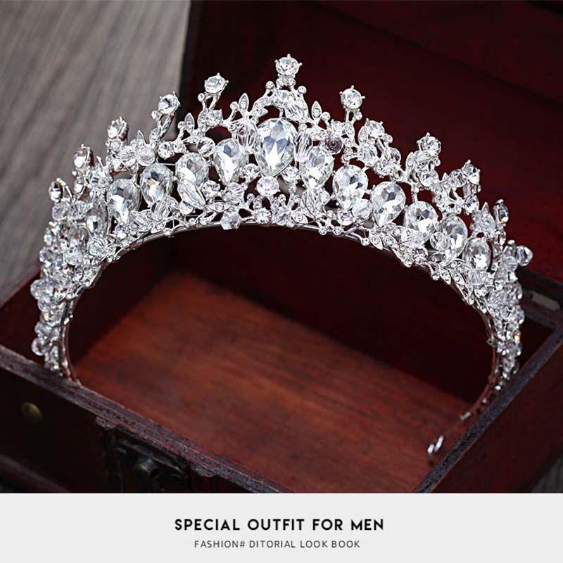 Compre Nova Coroa De Casamento Tiaras Para Mulheres Flor Noiva Tiaras De  Cristal Coroas Rei Acessórios Para O Cabelo Do Casamento Bijuterias T 713  De ... 376ae0f1ae3