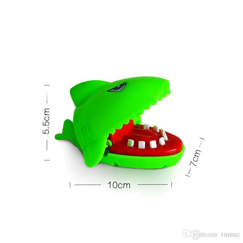 لدغة اللعب ناحية، وأسماك القرش والكلاب وأفراس النهر والتماسيح وغريبة لعبة جديدة، ولعب الاطفال، التي يتم شحنها اللون عشوائيا