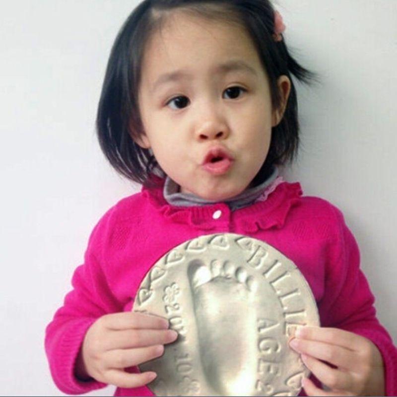 Fashion Newborn Soft Clay Casting Light Baby Hand Footprint Imprint Kit Air Drying Hand Print Inkpad Baby Souvenirs Gifts