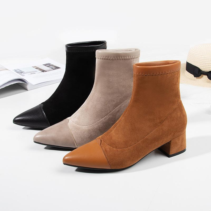 98c2bbaf40d Compre Botas Femininas 2019 Sapatos Femininos Inverno Novo Estilo Com Botas  Apontadas Toe Botas De Salto Quadrado Moda Camurça Baixo Salto De Taylorst