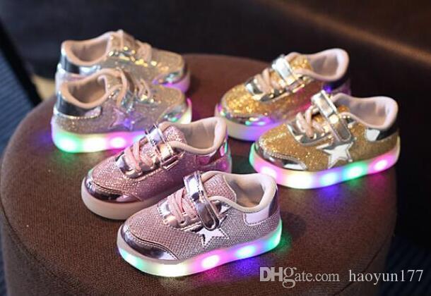 Acquista scarpe bambini con luce europea moda ragazzi carini sport