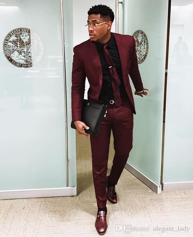 Chic Bordo İki Adet Erkek Takım Elbise Slim Fit Düğün Damat Smokin Ucuz Bir Düğme Resmi Balo Suit Ceket Ve Pantolon Ile kravat