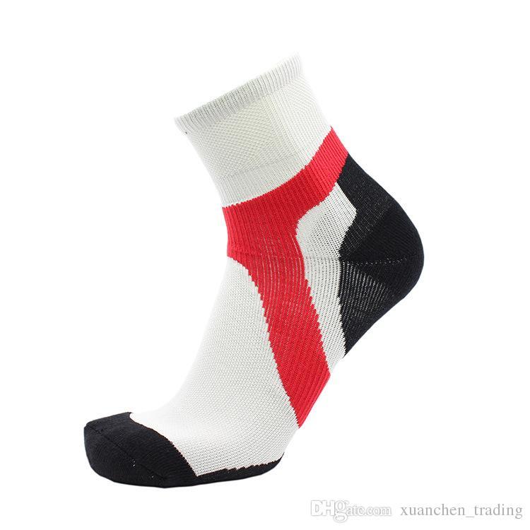 Tamaño M / L / XL Calcetines de deporte al aire libre Calcetines de senderismo para hombre y mujeres Calcetín de toalla deportivo Unisex al por mayor