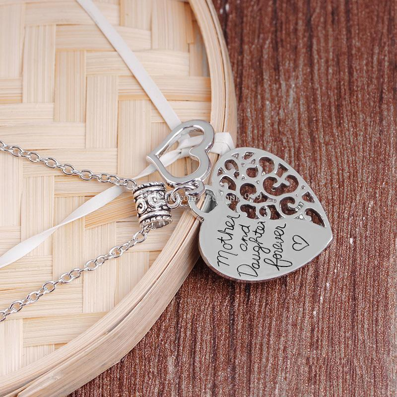 """2018 new Hollow Out Charm Fashion Jewelry """"Mother And Daughter Forever Love"""" Necklaces Charm Heart Family Gift Pendant Necklace For Women"""