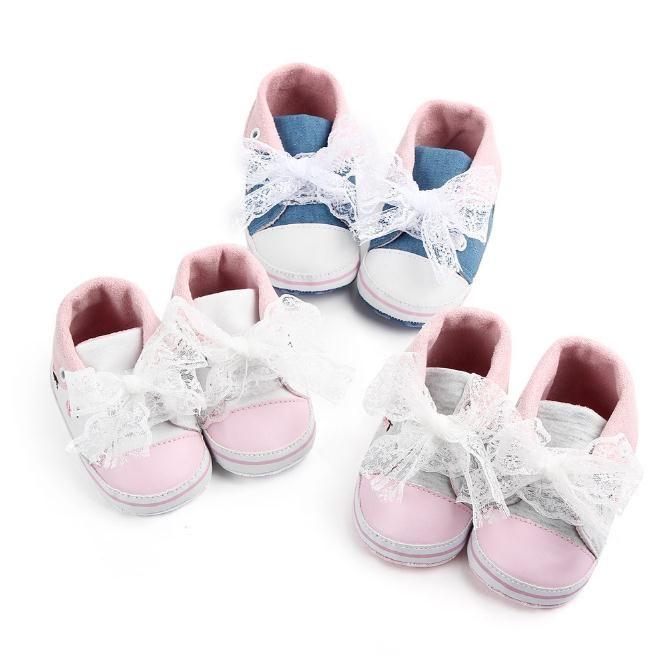 new product a6b3e 53474 Baby-Schuh-weiße Spitze-Blumen gestickte weiche Schuhe Prewalker gehendes  Kleinkind scherzt Schuhe freies Verschiffen