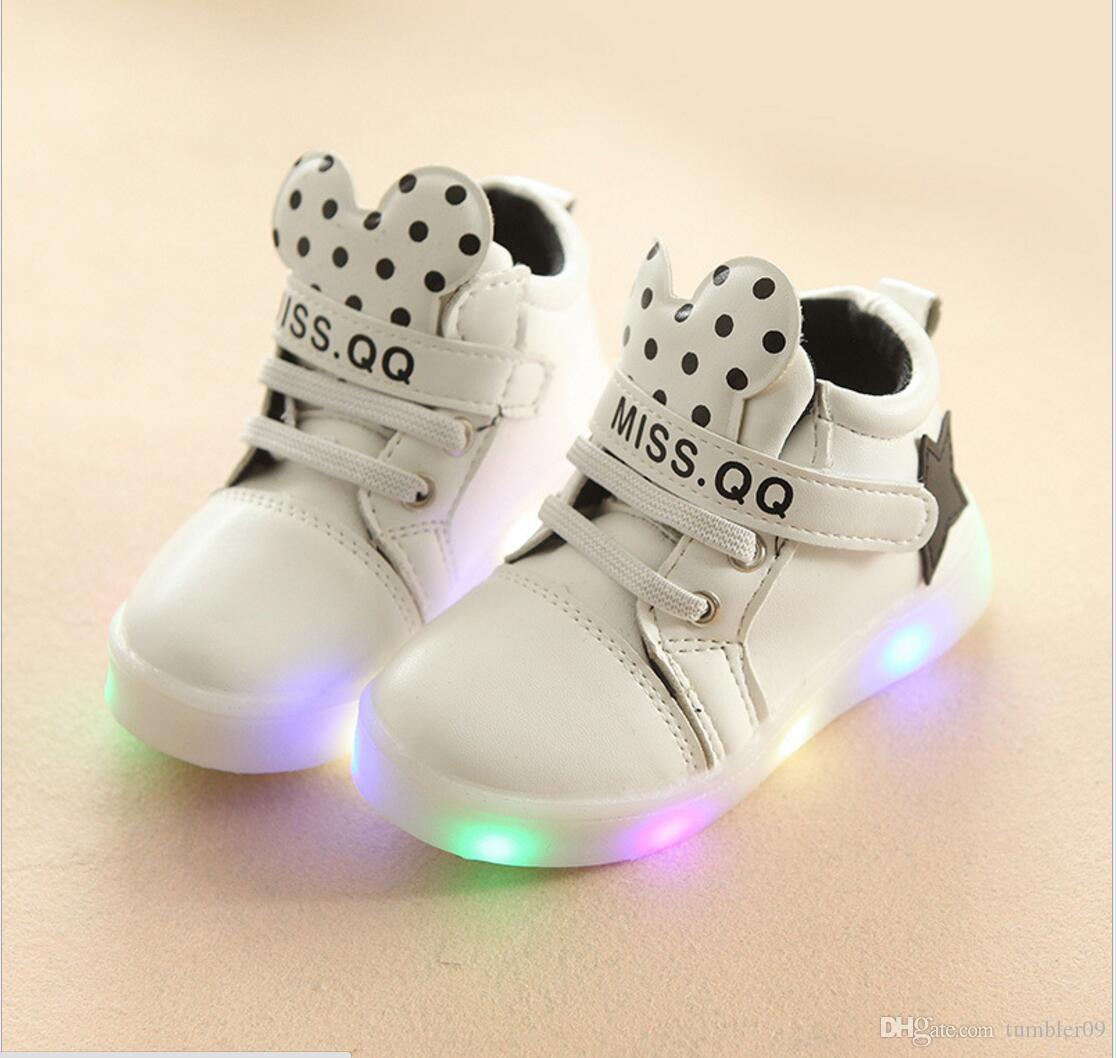 ec9aef3476c78 Acheter Enfants LED Lumineux Chaussures Haute Haute Loisirs Sports  Chaussures Filles Et Garçons LED Lumineux Baskets Nouveau Mode De  11.89 Du  Tumbler09 ...