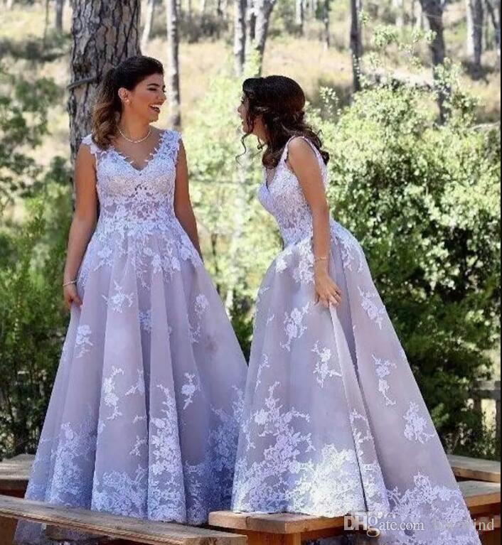 2018 Arabisch Silber Prom Kleider V-Ausschnitt ärmellose Spitze Appliques eine Linie Tüll Abendkleider Südafrika nach Maß Abschlussball-Kleider