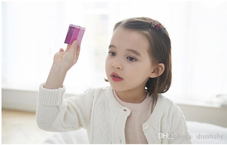 Il bambino scherza i piccoli accessori svegli adorabili dei capelli degli accessori di capelli dei capelli delle clip di capelli del fiore differenti colori dello studente Trasporto libero