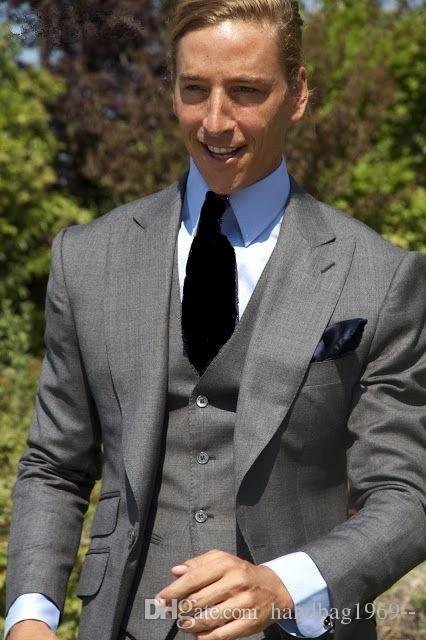 Smoking di alta qualità uno grigio chiaro dello sposo Smoking groomsmen di picco bavero Best Man Abiti da sposa uomo Jacket + Pants + Vest + Tie D: 183