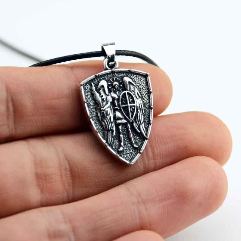 a371bd7c27b02 Compre São São Miguel Arcanjo Cruz Escudo Medalha De Oração Pingente  Amuleto Talismã Colar De Jóias CT694 De Caley,  25.84   Pt.Dhgate.Com