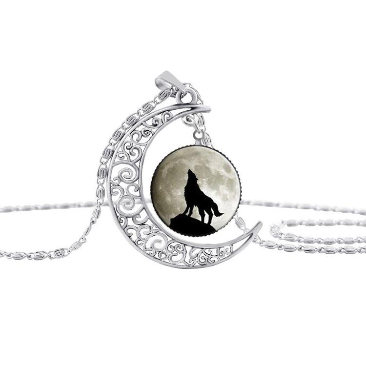 2017 New Glass Cabochon Wolf Picture Pendant Vintage Jewelry Silver Plated Half Moon Chain Necklace for Women Pendant Necklace