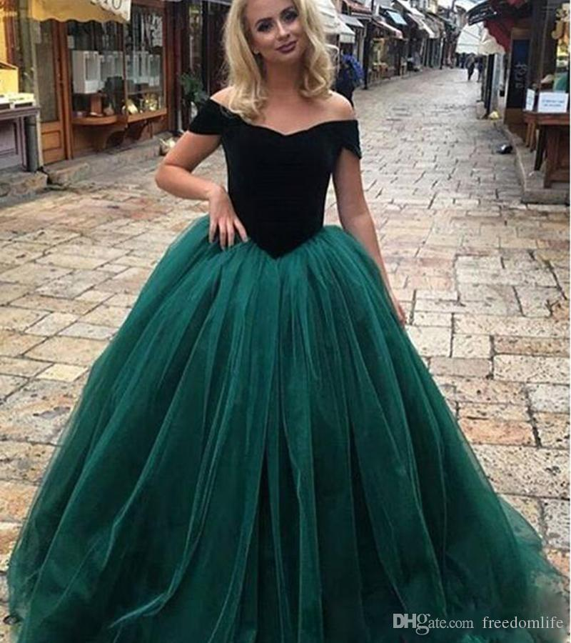 b7dd531ff00 2018 Emerald Green Princess Evening Dresses Off The Shoulder Tulle Sweet 16  Quinceanera Dress Plus Size Lace Up Corset Prom Gowns Vintage Evening  Dresses Uk ...