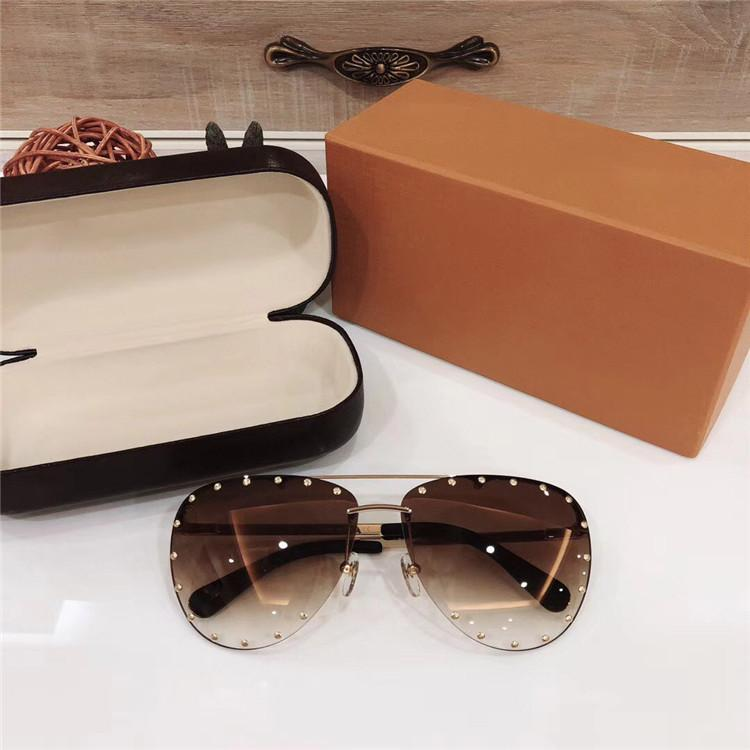 f67ed3f42e5b2 Compre New Sem Aro Piloto Sunglaases Homens De Luxo Designer De Marca  Popular Mulheres Óculos De Sol Rebite Retro Moda Óculos De Sol Uv400 Lente  Com Caixa ...