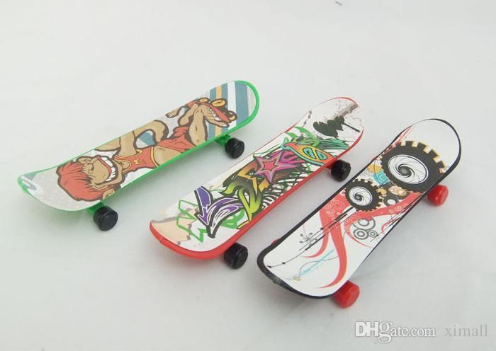 Children finger skateboard toys Novelty hiphop print Toys 6*2.6 CM Finger Skate Board send at random tech deck skateboards