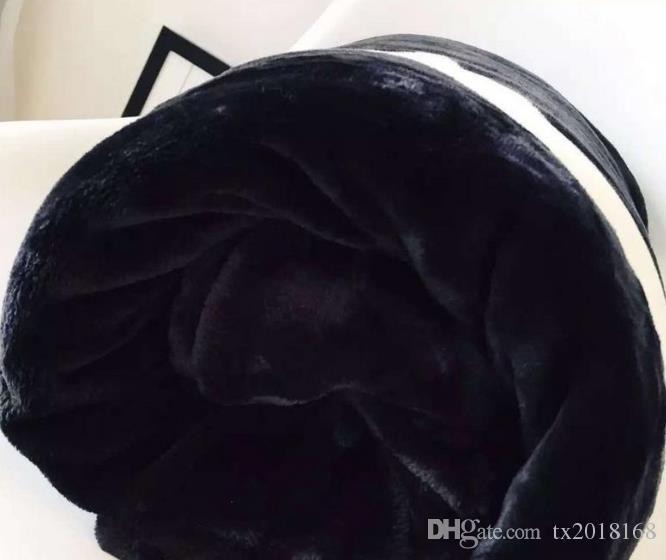HOT marque noir flanelle polaire couverture 2size-130x150 cm, 150 x 200 cm avec sac à poussière C style logo pour Voyage, à la maison, couverture de sieste de bureau