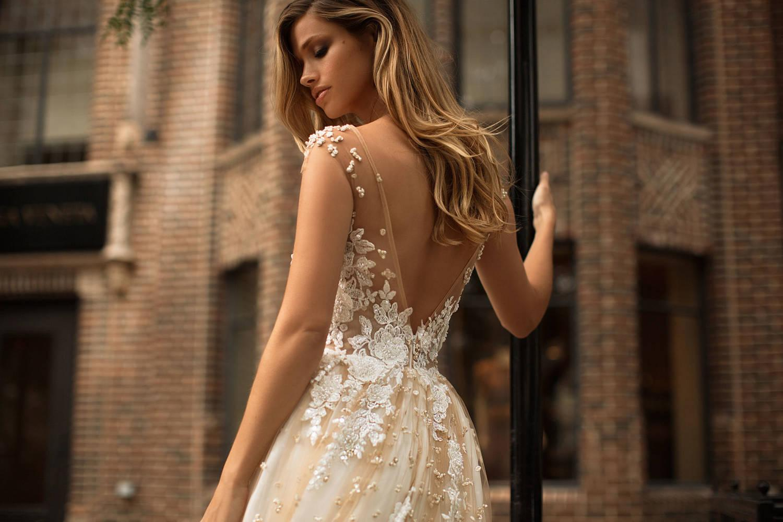 Neues Design Champagner Brautkleider Illusion Scoop Neck Applizierte Flügelärmel Eine Linie Brautkleider Gericht Zug