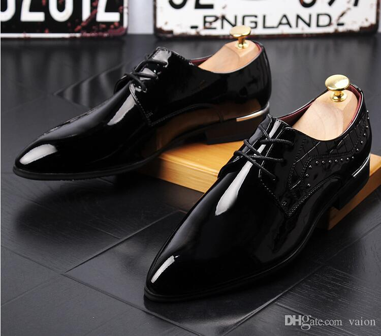 2018 Luxury designers Men Golden black white red shining rivet pointed oxfords Shoes Flats Male Homecoming Dress Wedding Prom Shoes