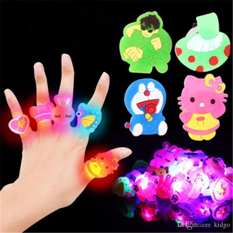 c14545ef5efde9 Игрушки дети Флэш-кольца светодиодные красочные творческий подарок палец  испуская свет вверх игрушки интересные модные ABS окружающей среды игрушки  K0387