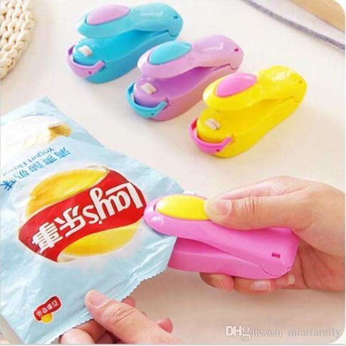 Mini ménage économiseur de nourriture de Capper de scelleur de chaleur de machine de cachetage de ménage portatif pour le paquet de sachets en plastique mini gadgets