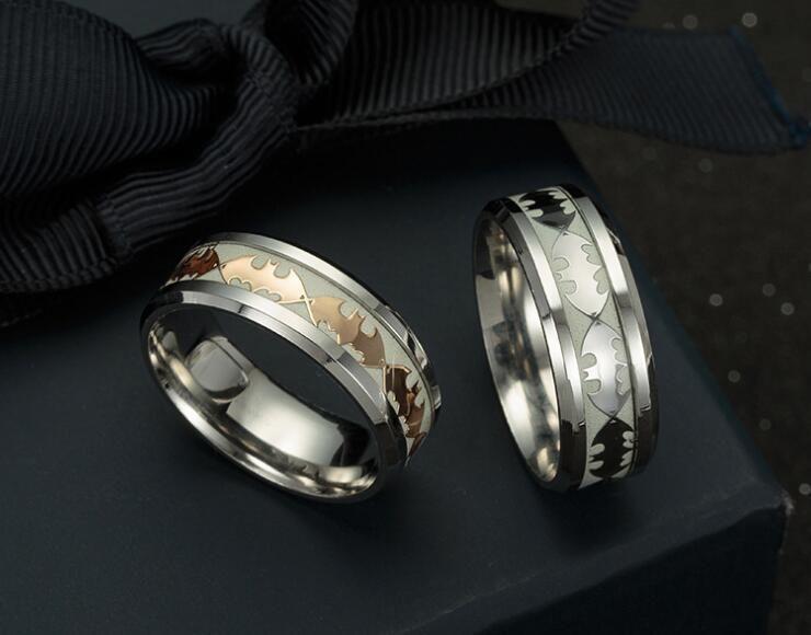 Anillo para hombre Luminous Batman Rings para hombres Negro Gold Silver Acero inoxidable para mujer Ring Glow In The Dark Anillo para hombre