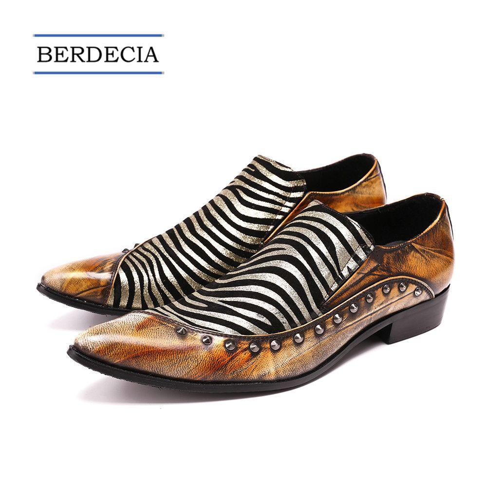 29df1506a1 Compre 2018 Zapatos De Diseñador Para Hombre Patrón De Cebra Dedo Del Pie  Acentuado Hombres Zapatos De Vestir De Cuero Genuino Zapatos De Boda Pisos  ...