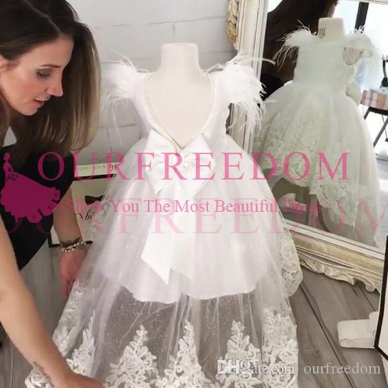 2019 White Backless Flower Girls Dresses Feather Lace Appliques Hi Low Puffy Tulle Back Cover Bow First Communion Dresses Custom Made