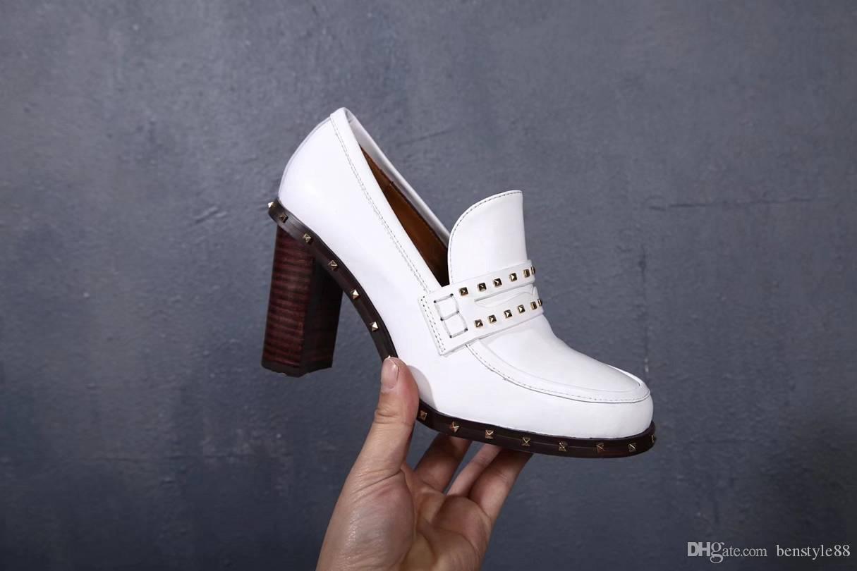 Mulheres Marca de couro de vaca vestido de noiva sapato de salto alto de Metal Rebites Dedo Apontado Oxfords Senhora Escritório Saltos Bombas Sapato De Casamento, 35-40