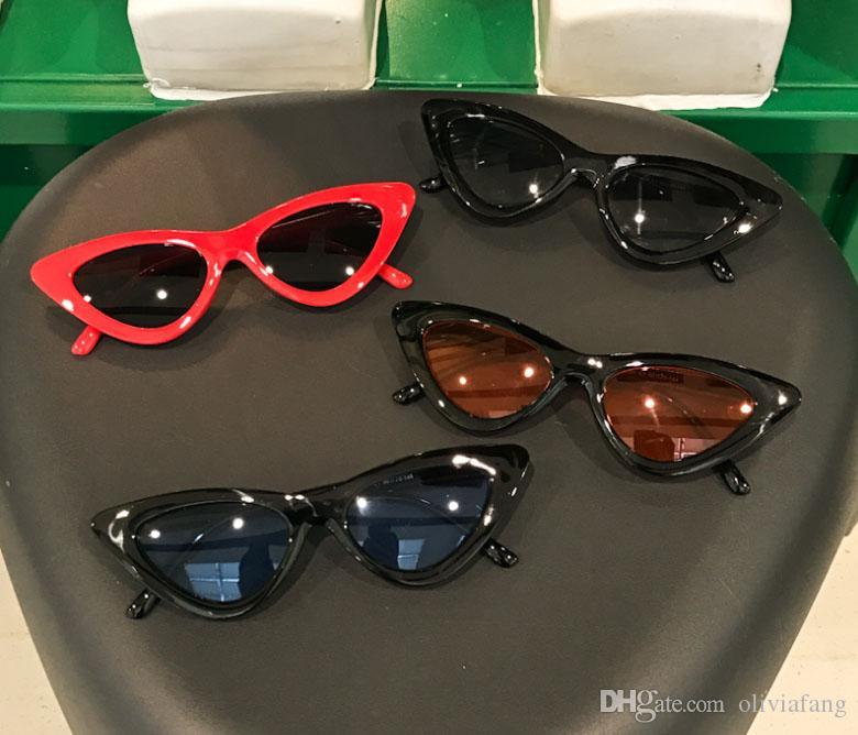 c76f324ffec7f Compre 2018 Chic Óculos De Sol Para As Mulheres Euro Elegante Full Frame  Triângulo Lente UV Proteção Óculos De Sol Das Senhoras Óculos De Moda Ao Ar  Livre ...