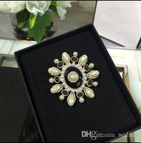 Moda C broche para las mujeres marca pins broches accesorios de joyería de estilo europeo de alta calidad luz broche de oro