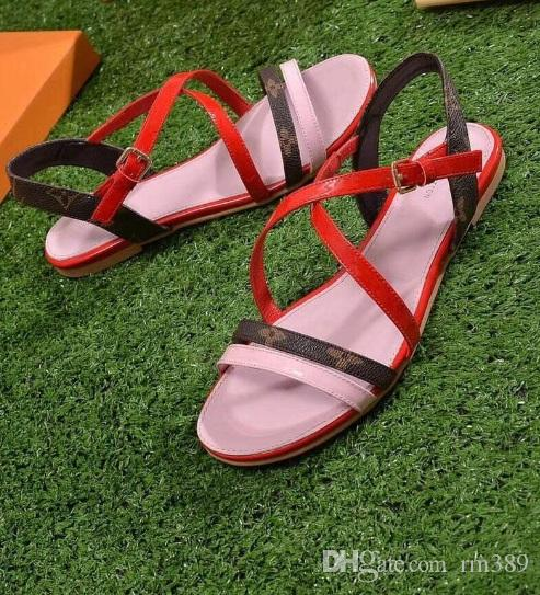 2018 Europe and the United States, all kinds of match sales new fashion, high-end beach, leisure beach, sheep skin sandals and small boxes.