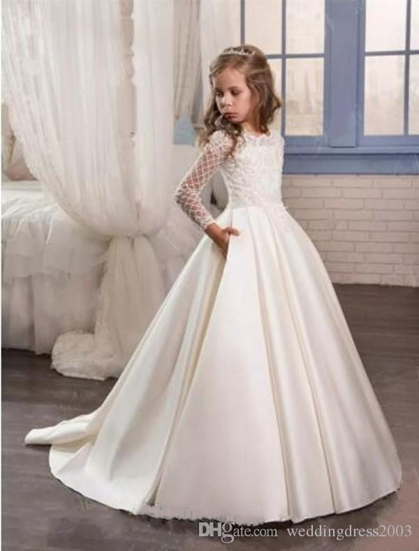 Vintage Flower Girls Dresses for Weddings Scalloped Neck A Line Long Sleeves Pretty Lace Appliqued Ivory Satin 2018 Wedding Dress