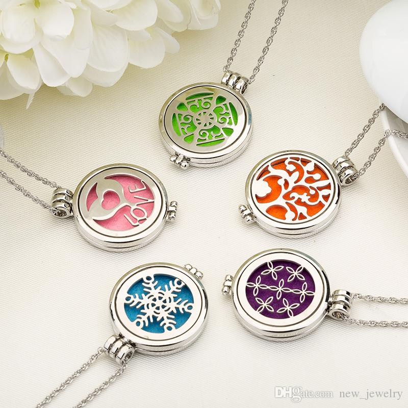 Luminous Openwork Clover 316L Stainless Steel Perfume Locket necklaces Aromatherapy Essential Oil Diffuser Locket Vent Clip with Refill Pads